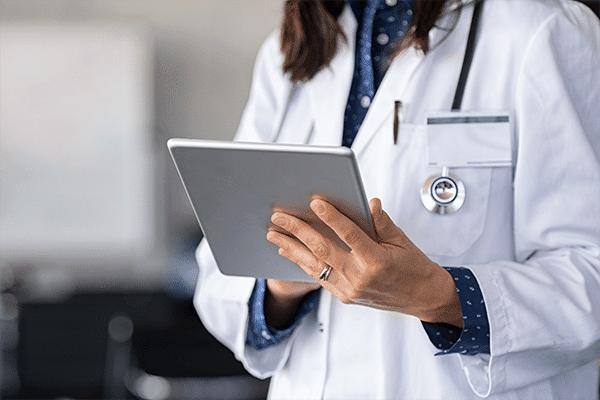 Saiba o que considerar ao escolher um prontuário eletrônico para sua clínica